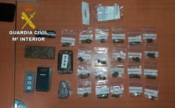 La Guardia Civil detiene a una persona vendiendo drogas a la puerta del colegio escolar en El Casar