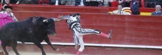 El torero Enrique Ponce, grave tras sufrir una cornada en la Feria de Fallas