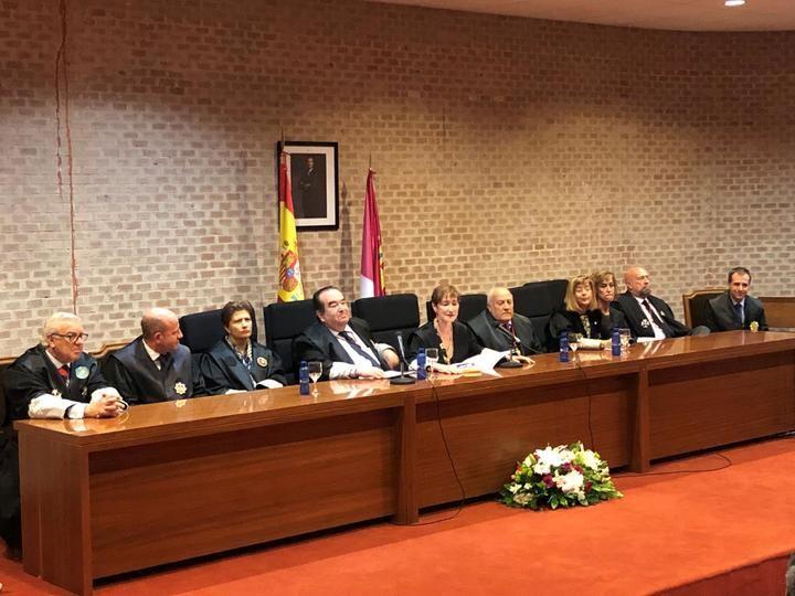 El Colegio de Abogados de Guadalajara entrega una distinción a su ex Decano Rafael Monge