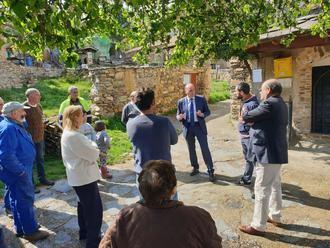 El presidente de la Diputación visita Corralejo y Bocígano para escuchar a los vecinos y recoger sus preocupaciones