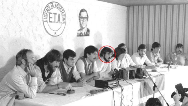 Según denuncia OKDIARIO, el candidato de Podemos en Vitoria era el nº 3 de ETA (pm) cuando la banda intentó asesinar a Adolfo Suárez