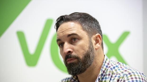 """Varios exdirigentes de Vox firman un Manifiesto, cargan contra el """"chiringuito"""" de Abascal y piden el voto para el PP"""