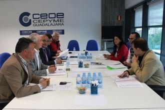 El candidato de VOX Antonio de Miguel se reúne con el Comité de CEOE-CEPYME Guadalajara