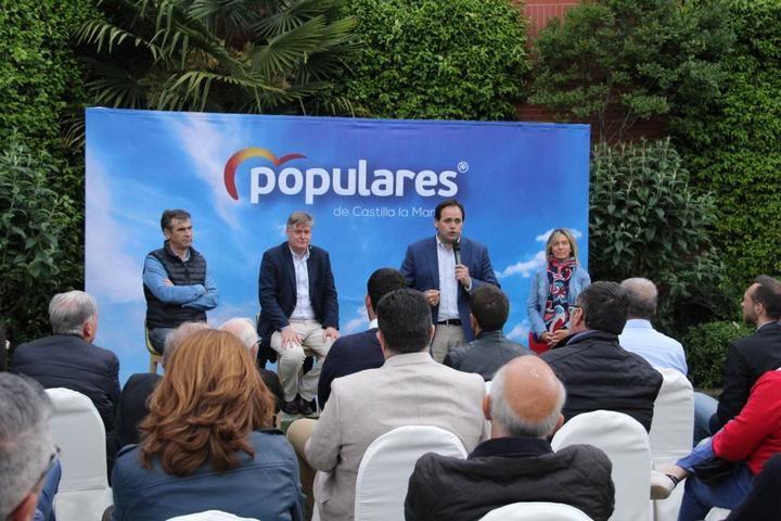 Núñez explica en Guadalajara que establecerá una conexión entre Bruselas y ayuntamientos para que lleguen los fondos al campo