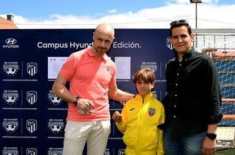 CD Salesianos y Santón Oliva sortean la beca para vivir una semana como un jugador del Atlético de Madrid