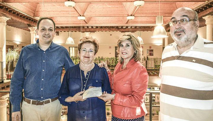 Los Amigos de la Biblioteca de Guadalajara entregan lo recaudado en sus mercadillos solidarios