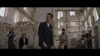 """Vetusta Morla estrena el video de """"23 de Junio"""", protagonizado por Álvaro Morte y Verónika Moral"""