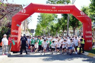 Ambiente familiar en la tercera carrera 'En marcha contra el cáncer' de Azuqueca