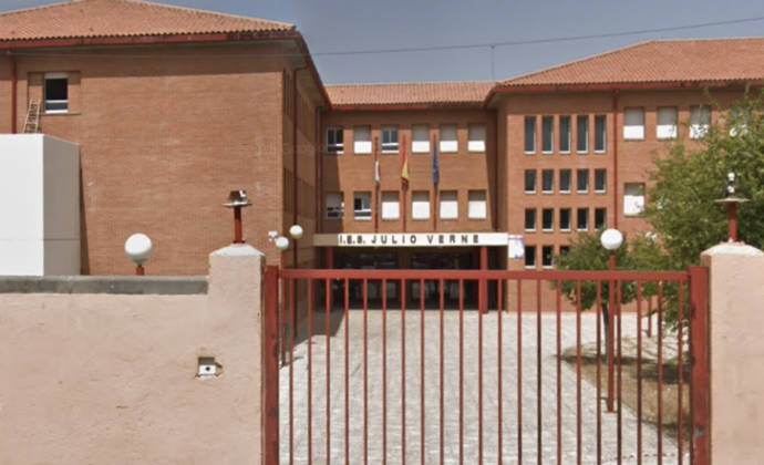 """Tirón de orejas a Page : IU denuncia """"la situación de colapso"""" del instituto Julio Verne en Bargas (Toledo)"""