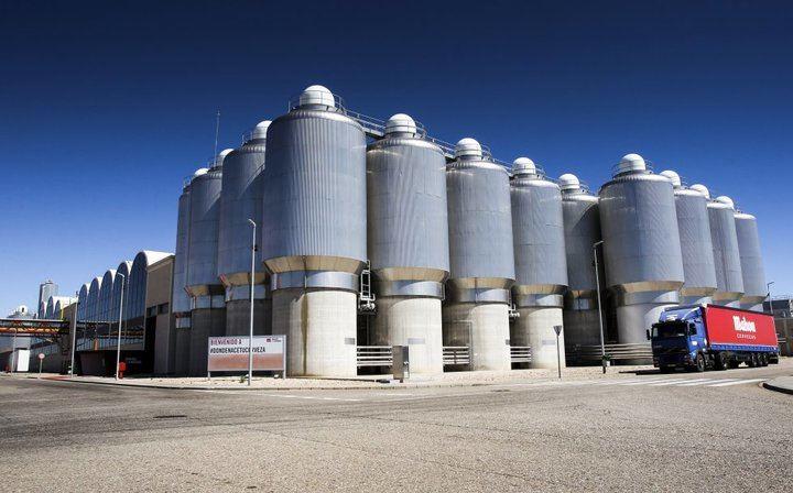 La compañía de cervezas Mahou comercializará una plataforma logística de 150.000 metros cuadrados junto a su fábrica de Alovera