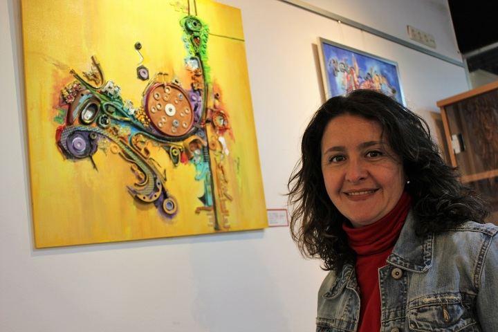 Elena Fernandes convierte el desecho en expresión artística en la exposición 'Colección Sombras'