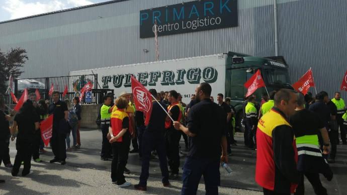 Desconvocada, de momento, la huelga indefinida, en la plataforma logística DHL-Primark en Torija