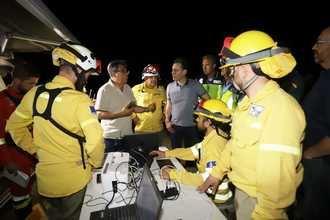 Nueve medios aéreos, 23 medios terrestres, ocho de la UME, cinco máquinas pesadas y 150 personas trabajan esta mañana en el incendio iniciado ayer en Toledo