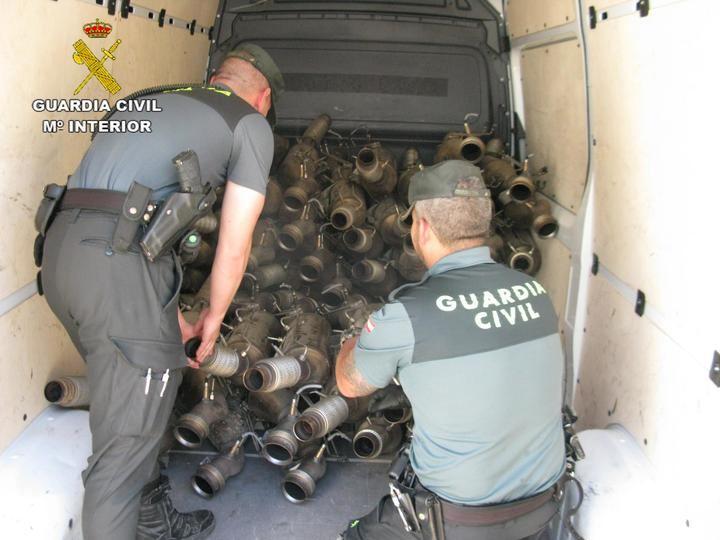 Un detenido por robar 79 tubos de escape en un campa de vehículos de Azuqueca de Henares