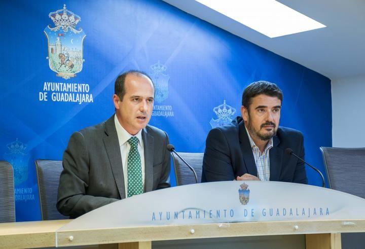 Reunión entre los alcaldes de Guadalajara y Marchamalo