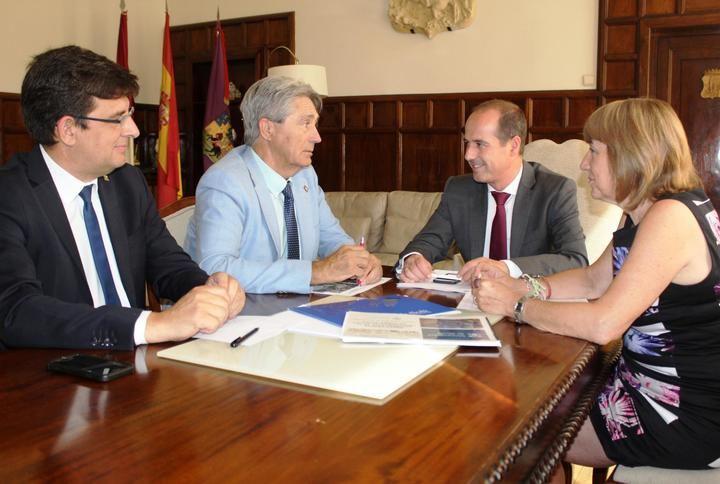 El alcalde de Guadalajara se compromete a que la cesión a la Universidad de los terrenos del futuro Campus sea efectiva este mes de julio