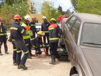 Los bomberos siguen trabajando en la extinción de los incendios de Carrascosa, Malagón, Alcohujate y Elche
