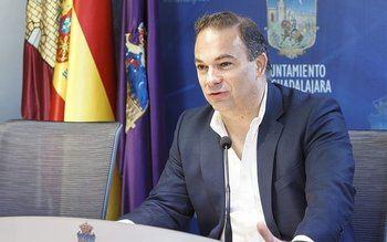 Carnicero avisa a Esteban de que publicará documentos que 'acreditan' los 700.000 euros de deuda de Marchamalo con Guadalajara