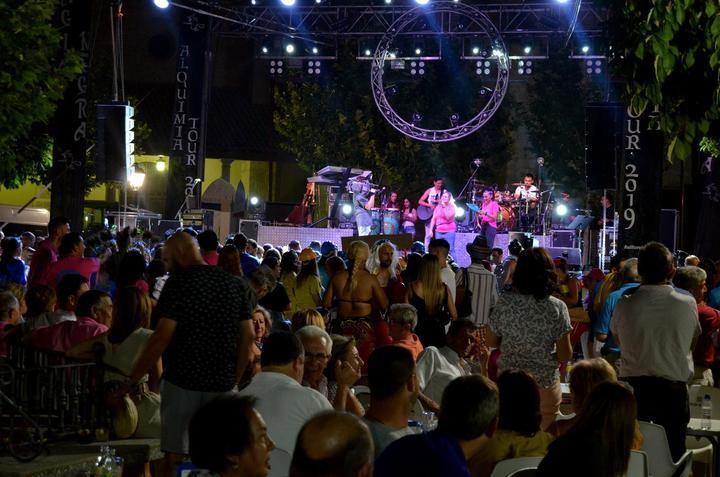 Las fiestas de San Cristóbal volvieron a abarrotar las calles de Yebra