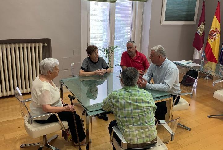 José Luis Vega empieza a recibir a los alcaldes de los pequeños municipios de la provincia