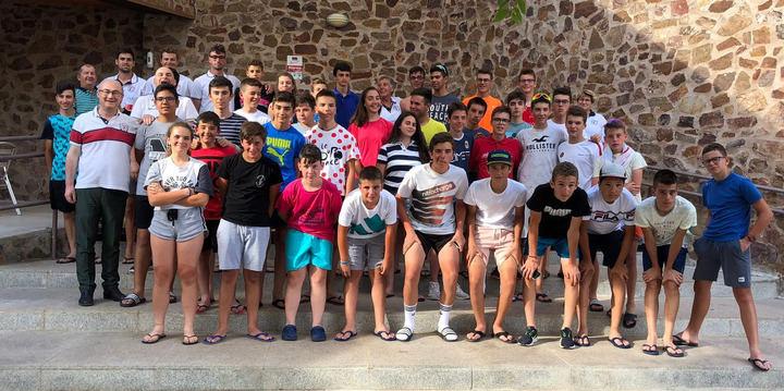 Convivencia del ciclismo infantil y cadete en el clinic formativo organizado por la Federación regional