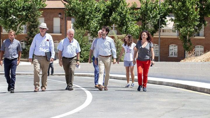 Trillo inaugura la nueva vía alternativa de evacuación de emergencia en la prolongación de la calle El Hoyo