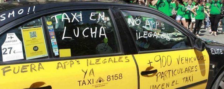 Varapalo judicial a Colau y al taxi: la Justicia da la razón a Uber y Cabify y anula la precontratación de los VTC en Barcelona