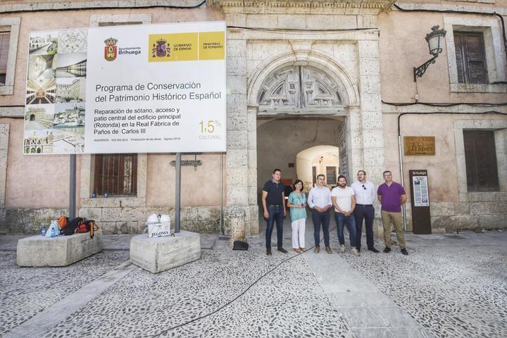 Francisco Tierraseca visita las obras que se llevan a cabo en la Real Fábrica de Paños de Carlos III