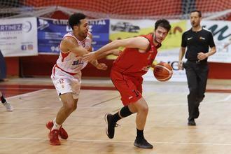Charly García renueva por octava temporada con el Isover Basket Azuqueca para ser su capitán