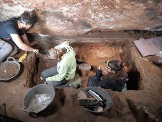 Finaliza un nuevo periodo de investigación en la Cueva de Los Casares