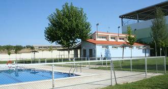 "El PP de Villanueva de la Torre denuncia quela piscina municipal funciona ""sin tener un contrato en regla"""