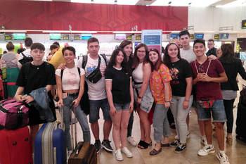 Ya están en Wimbledon, Worthing y Dublín los 30 jóvenes becados por el Ayuntamiento de Azuqueca con apoyo del FEDER para mejorar su inglés