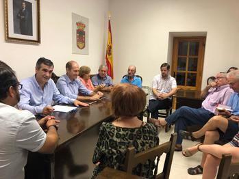 Román se reúne con alcaldes y concejales de municipios ribereños para trasladar sus propuestas al Senado