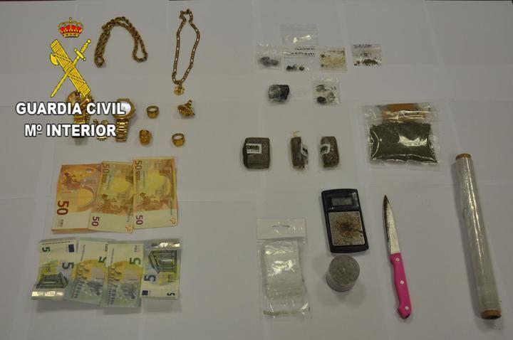 La Guardia Civil detiene a ocho personas por tráfico de drogas en cuatro centros de enseñanza de Azuqueca de Henares
