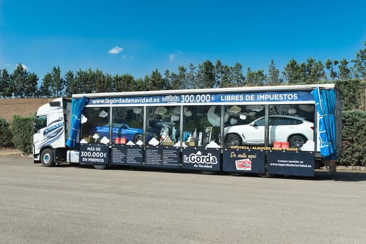 La Gorda, el camión de regalos más grande de Europa, visita el Área 103 y a beneficio de Nipace