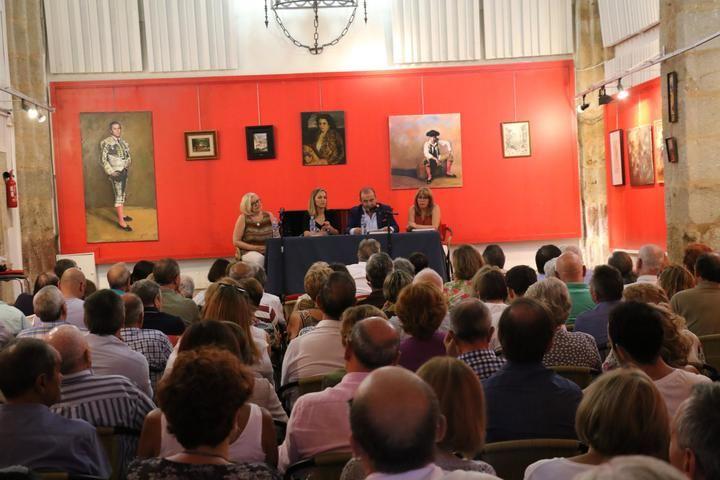 Javier Sanz presentó en la Ermita de San Roque su libro 'V Siglos de Toros en Sigüenza'
