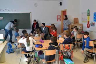 Publicadas las listas provisionales de familias adjudicatarias en Azuqueca de becas para material escolar