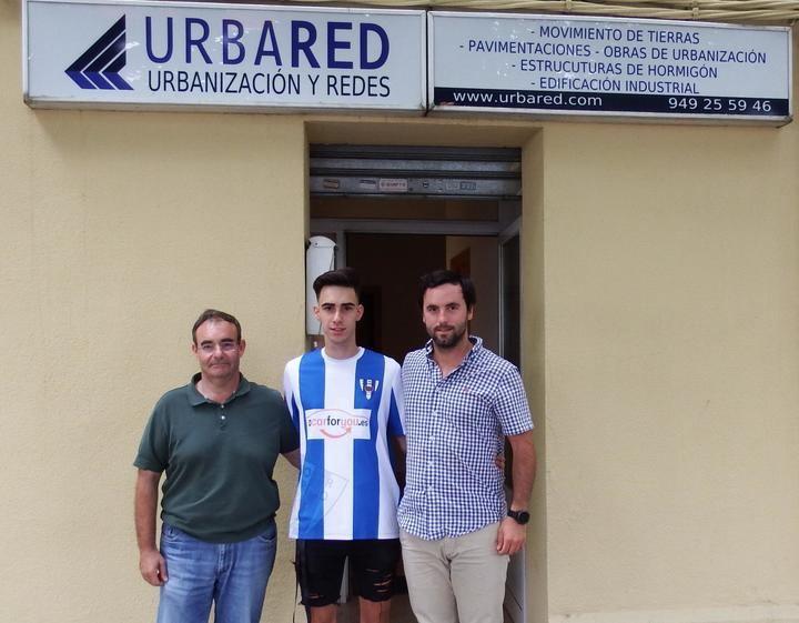 Bribian firma por el Hogar Alcarreño