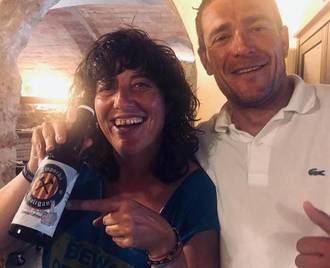 La consejera de Agricultura catalana promociona una cerveza con el lema