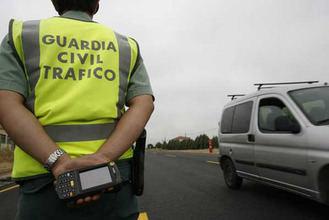 Cortado el carril en sentido Madrid de la A-2 a su paso por Guadalajara por el vuelco de un camión