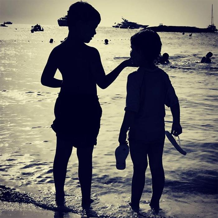 ¡HOLA! El cariñoso mensaje de Alejandro Sanz a Raquel Perera en esta foto de sus hijos