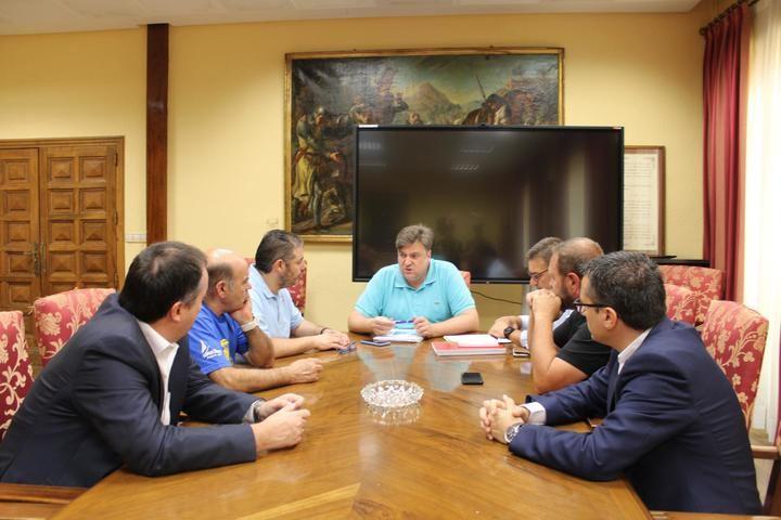 Representantes de la Federación Provincial de Turismo y Hostelería se reúnen con el concejal de Turismo del Ayuntamiento de Guadalajara