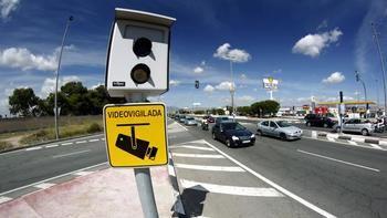 La DGT reconoce que un tercio de las cajas de los radares de España están vacíos