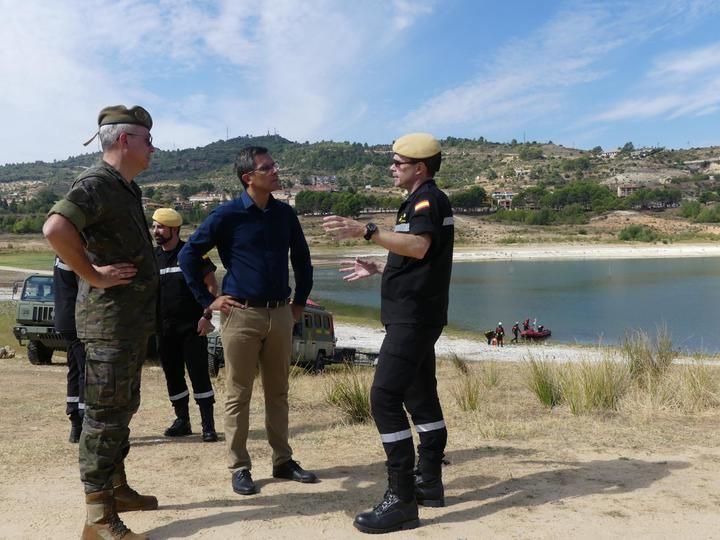 El subdelegado del Gobierno visita a la UME durante los ejercicios de búsqueda y rescate en el embalse de Entrepeñas