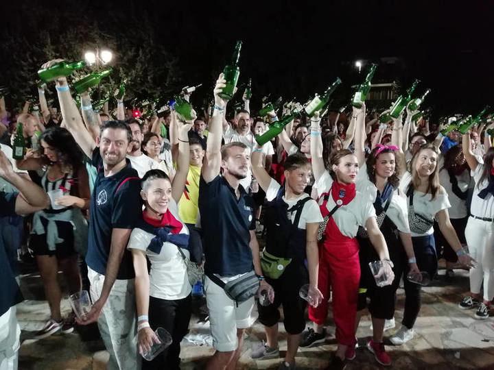 Azuqueca de Henares intentará superar este viernes el récord de escanciado simultáneo de sidra fuera de Asturias
