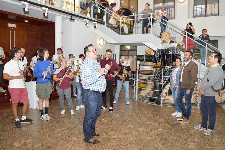 Un momento de la inauguración de la exposición. Fotografía: Álvaro Díaz Villamil/ Ayuntamiento de Azuqueca de Henares