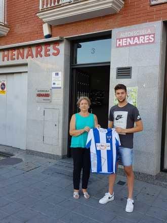 Alex García firma por el Hogar Alcarreño