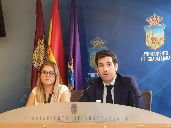 El Ayuntamiento quitará 172.000 euros de ayudas sociales y fomento del empleo para aumentar el gasto en fiestas y arreglar el bar del Zoo, dice el PP