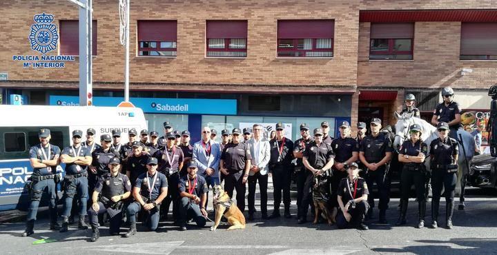"""La Policía Nacional acompaña a """"La Vuelta"""" en su paso por la ciudad de Guadalajara"""