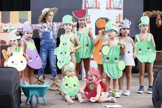 La Huerta del tío Pepe, los abuelitos de 'UP', el Carrusel La Bubilla y una preciosa flor con su abejita, vencedores del Concurso de Disfraces infantil de Trillo